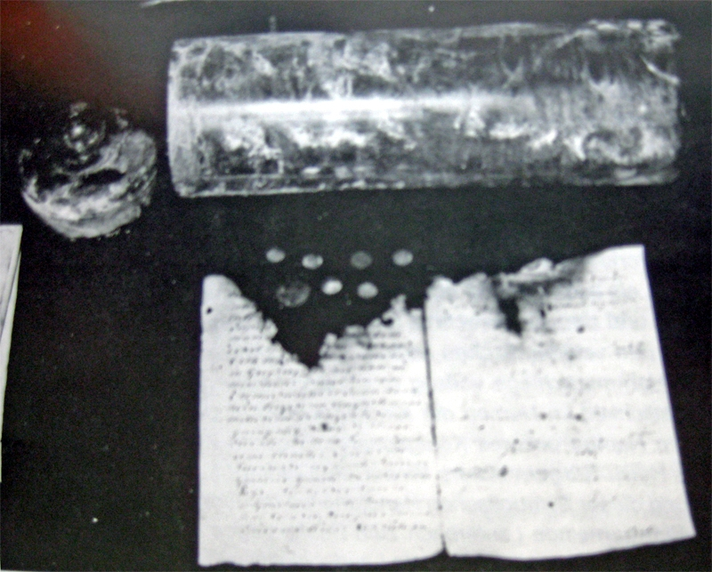 Inhalt des Grundsteins aus der 1. Kirche