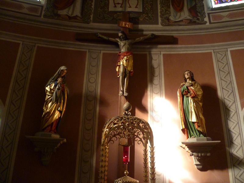 Kreuz im Chor